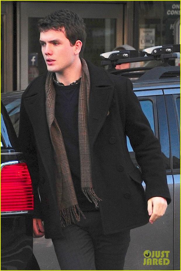 5 cậu em soái ca của sao Hollywood: Toàn trai đẹp cực phẩm, giỏi đáng nể, em trai Emma Watson xuất chúng nhất - Ảnh 9.