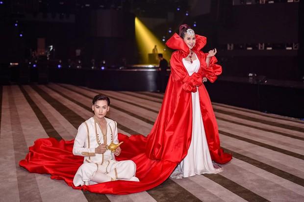 Tự dưng có Aladdin lẫn Jasmine mọc râu, búp bê Barbie phiên bản trẻ lẫn luống tuổi trên thảm đỏ lố nhất Việt Nam - Ảnh 2.