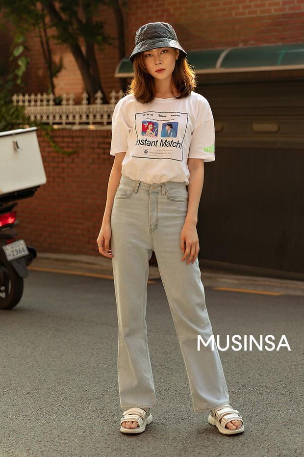 Street style giới trẻ Hàn: chẳng màng lồng lộn, các cô nàng chất chơi chứng minh mùa hè cứ lên đồ thật thoải mái là best - Ảnh 2.