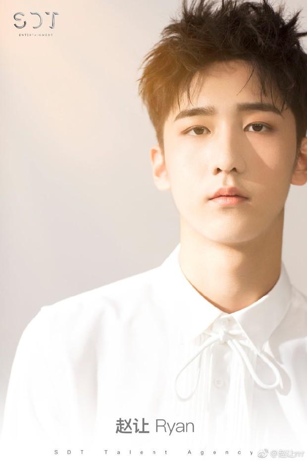 Boygroup mới hot nhất xứ Trung R1SE: Center bị JYP đánh đập, người như nam thần, kẻ gây tranh cãi vì visual quá thường - Ảnh 27.