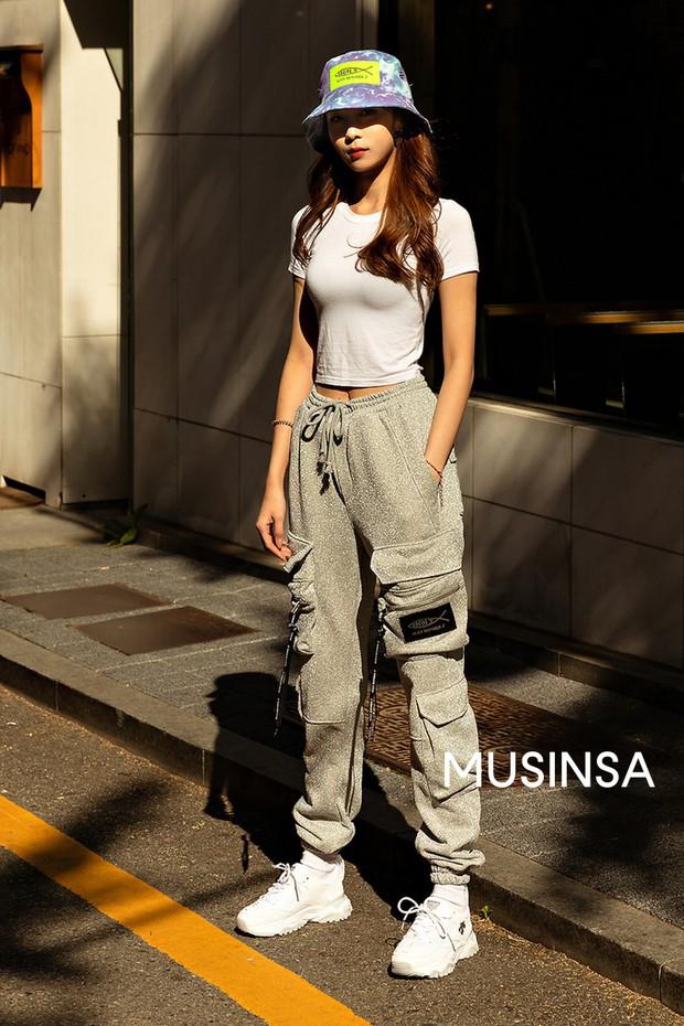 Street style giới trẻ Hàn: chẳng màng lồng lộn, các cô nàng chất chơi chứng minh mùa hè cứ lên đồ thật thoải mái là best - Ảnh 4.