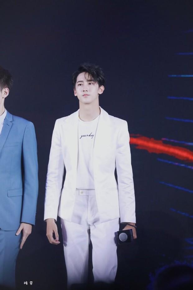 Boygroup mới hot nhất xứ Trung R1SE: Center bị JYP đánh đập, người như nam thần, kẻ gây tranh cãi vì visual quá thường - Ảnh 26.