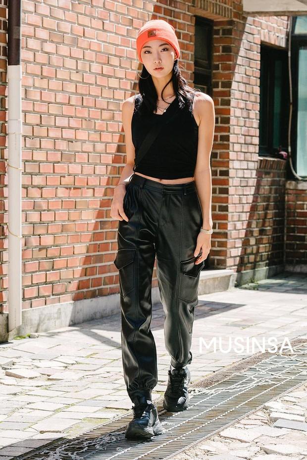 Street style giới trẻ Hàn: chẳng màng lồng lộn, các cô nàng chất chơi chứng minh mùa hè cứ lên đồ thật thoải mái là best - Ảnh 7.