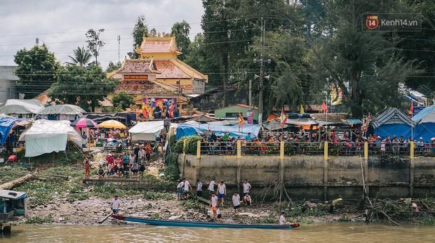 Vui hết nấc trong lễ hội Kỳ Yên ở An Giang: Người lớn trẻ nhỏ bôi lọ nghẹ khắp người, hóa thân thành... mọi - Ảnh 9.