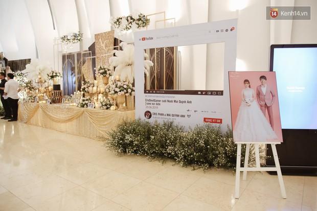 """Bố Cris Phan bật khóc trong đám cưới con trai, không quên hô to """"Thả tim đi"""" - Ảnh 23."""