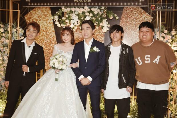 Streamer giàu nhất Việt Nam cùng dàn khách mời đình đám tại lễ cưới Cris Phan - Mai Quỳnh Anh - Ảnh 7.