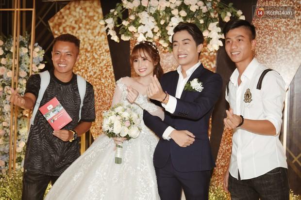 Streamer giàu nhất Việt Nam cùng dàn khách mời đình đám tại lễ cưới Cris Phan - Mai Quỳnh Anh - Ảnh 6.