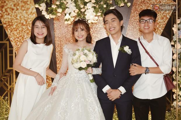 """Bố Cris Phan bật khóc trong đám cưới con trai, không quên hô to """"Thả tim đi"""" - Ảnh 16."""