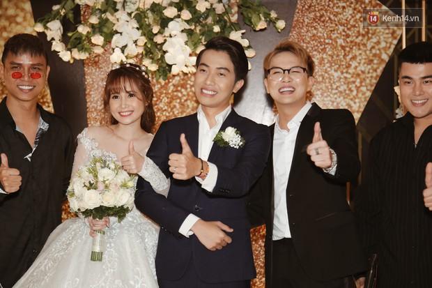 Streamer giàu nhất Việt Nam cùng dàn khách mời đình đám tại lễ cưới Cris Phan - Mai Quỳnh Anh - Ảnh 13.