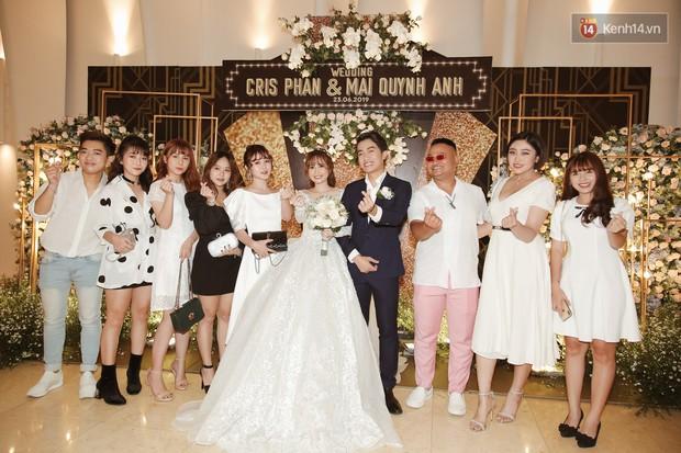 """Bố Cris Phan bật khóc trong đám cưới con trai, không quên hô to """"Thả tim đi"""" - Ảnh 15."""
