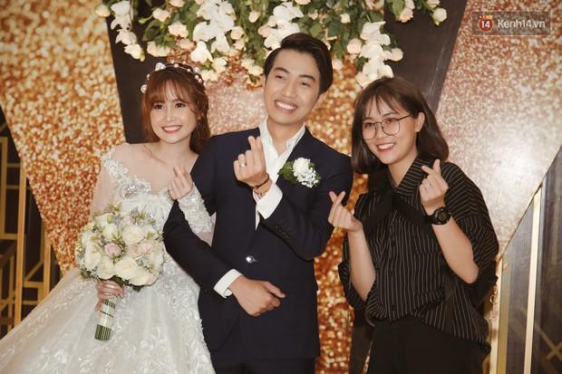 """Bố Cris Phan bật khóc trong đám cưới con trai, không quên hô to """"Thả tim đi"""" - Ảnh 14."""