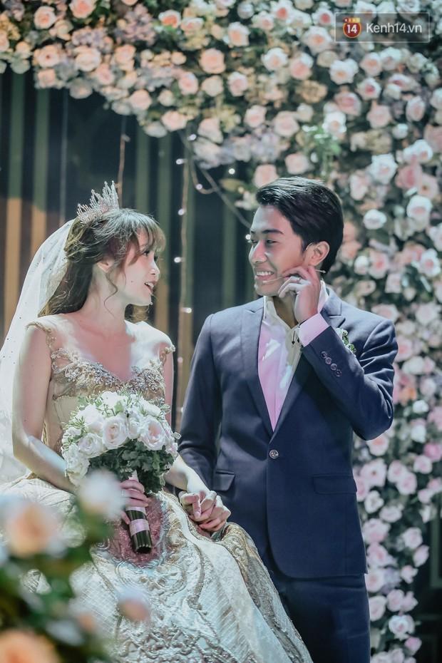 """Bố Cris Phan bật khóc trong đám cưới con trai, không quên hô to """"Thả tim đi"""" - Ảnh 10."""