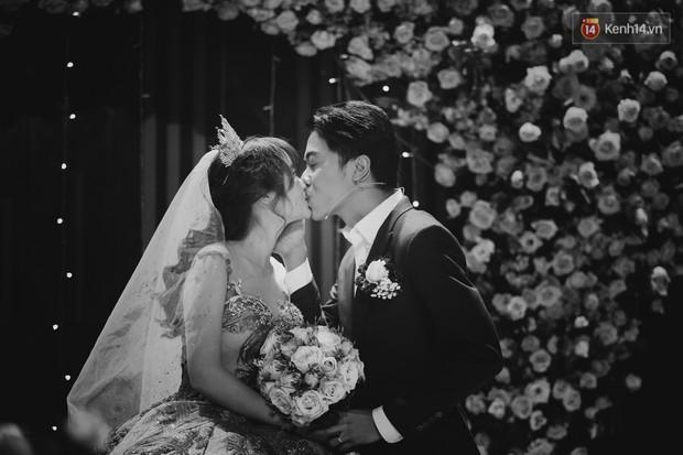 """Bố Cris Phan bật khóc trong đám cưới con trai, không quên hô to """"Thả tim đi"""" - Ảnh 11."""