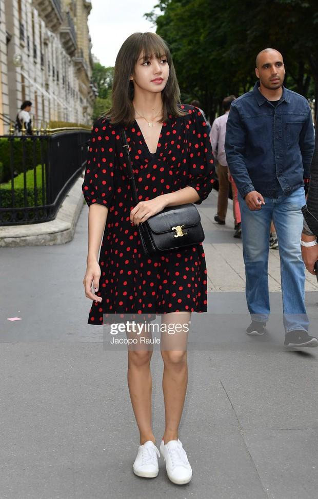 Chưa đi sự kiện, em út BLACKPINK đã khiến nhiếp ảnh gia Paris náo loạn chỉ vì... dạo phố mà như chụp tạp chí - Ảnh 4.