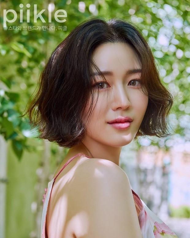 Con gái thứ 2 nhà Mama Chuê bỗng nổi như cồn nhờ loạt ảnh khoe vòng 1 quá xinh, soi Instagram còn ngỡ ngàng hơn - Ảnh 9.