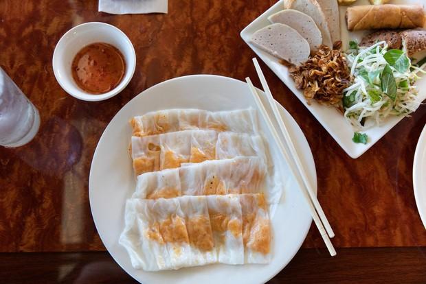 Nghệ thuật bánh cuốn Việt Nam nơi đất Mỹ: nét tinh tế ẩm thực Việt được ngợi khen trên New York Times - Ảnh 1.