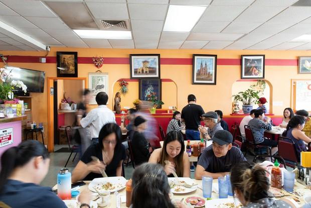 Nghệ thuật bánh cuốn Việt Nam nơi đất Mỹ: nét tinh tế ẩm thực Việt được ngợi khen trên New York Times - Ảnh 4.