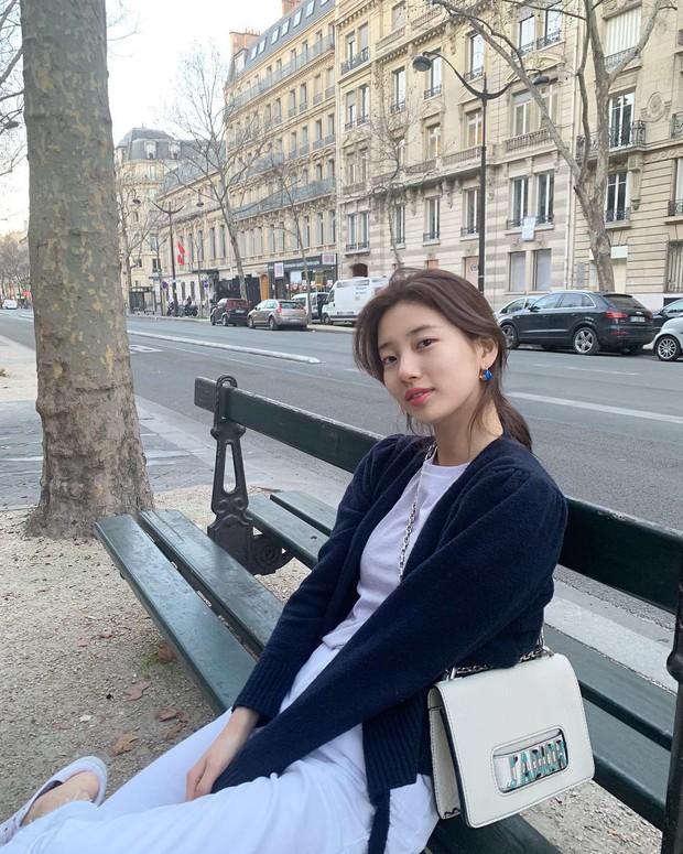 Sao Kpop chuyên chụp hình lỗi và tạo dáng hiểu chết liền khi đi du lịch chẳng ai thắng được tình đầu quốc dân Suzy - Ảnh 1.