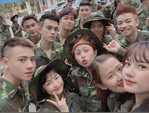Đi học quân sự mà cứ như đi du lịch, cả ngày cười toe check-in chắc chỉ có mỗi Bảo Hân làm được! - Ảnh 3.