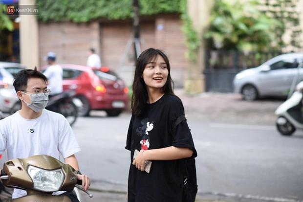 Gần 900.000 thí sinh làm thủ tục dự thi THPT quốc gia 2019: Dàn nữ sinh lớp 12 chiếm spotlight vì quá xinh xắn - Ảnh 9.