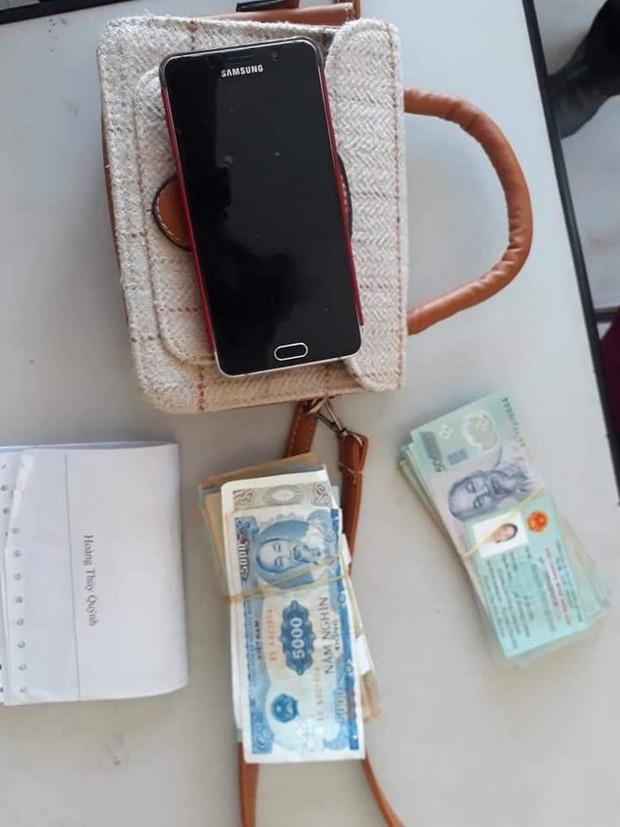 Chị lao công ở Đà Nẵng trả lại 30 triệu đồng nhặt được cho nữ du khách bỏ quên trong nhà vệ sinh - Ảnh 2.