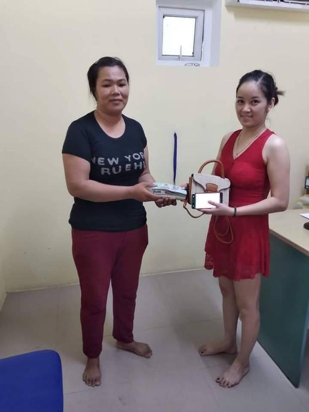 Chị lao công ở Đà Nẵng trả lại 30 triệu đồng nhặt được cho nữ du khách bỏ quên trong nhà vệ sinh - Ảnh 1.