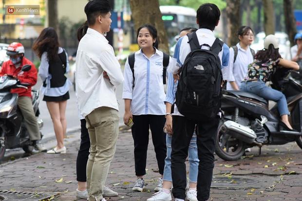 Gần 900.000 thí sinh làm thủ tục dự thi THPT quốc gia 2019: Dàn nữ sinh lớp 12 chiếm spotlight vì quá xinh xắn - Ảnh 6.