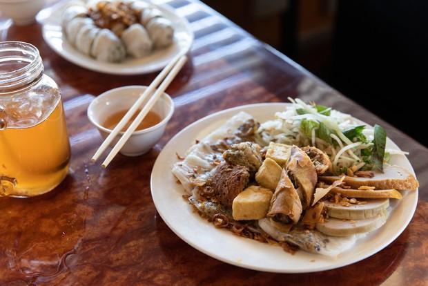 Nghệ thuật bánh cuốn Việt Nam nơi đất Mỹ: nét tinh tế ẩm thực Việt được ngợi khen trên New York Times - Ảnh 7.