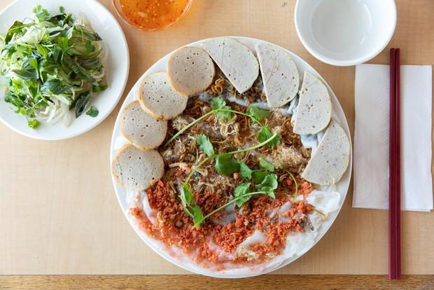 Nghệ thuật bánh cuốn Việt Nam nơi đất Mỹ: nét tinh tế ẩm thực Việt được ngợi khen trên New York Times - Ảnh 6.