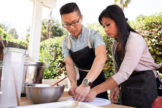 Nghệ thuật bánh cuốn Việt Nam nơi đất Mỹ: nét tinh tế ẩm thực Việt được ngợi khen trên New York Times - Ảnh 8.