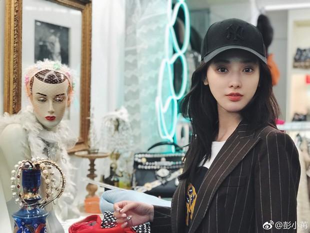 3 diễn viên lạ đời nhất phim Hoa Ngữ: Làm mỹ nhân cổ trang đẹp nhức nách, đóng hiện đại nhìn như osin - Ảnh 4.