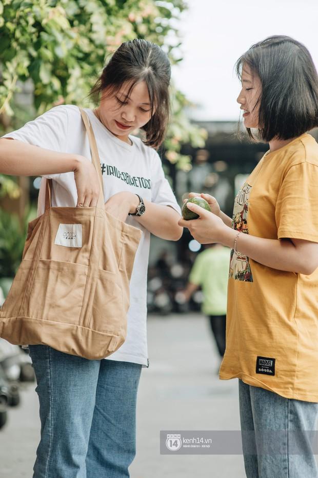 Đừng đắm đuối với túi da, mùa hè đeo túi vải vừa xinh vừa bảo vệ môi trường mới là đỉnh nhất - Ảnh 4.