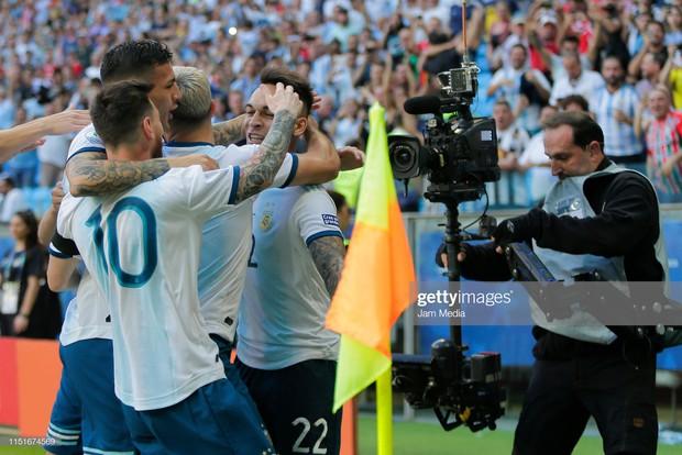 Giải bóng đá Nam Mỹ: Đánh bại ĐKVĐ châu Á, Lionel Messi và đồng đội vượt cửa tử tiến vào tứ kết - Ảnh 4.