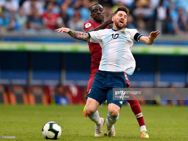Giải bóng đá Nam Mỹ: Đánh bại ĐKVĐ châu Á, Lionel Messi và đồng đội vượt cửa tử tiến vào tứ kết - Ảnh 5.