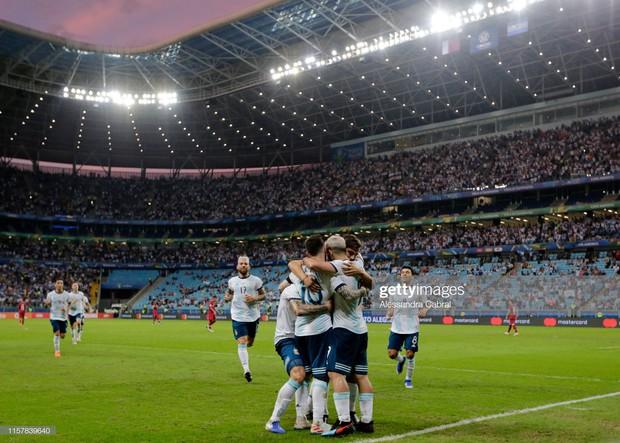 Giải bóng đá Nam Mỹ: Đánh bại ĐKVĐ châu Á, Lionel Messi và đồng đội vượt cửa tử tiến vào tứ kết - Ảnh 9.
