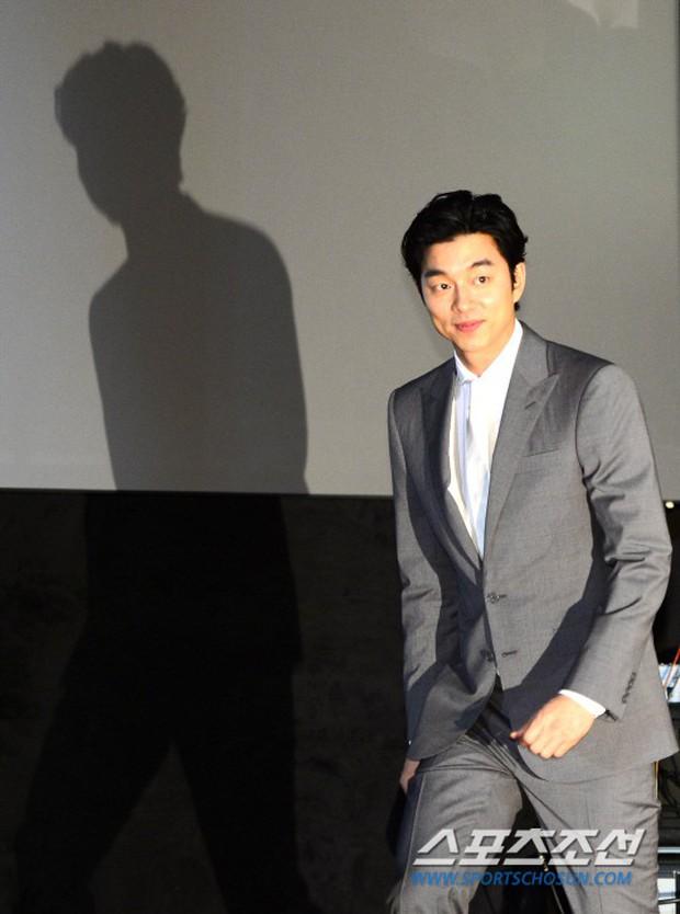 Lạ đời sao Hàn gây sốt vì... cái bóng quá đẹp: Người khoe body và góc mặt siêu phẩm, kẻ bị cả bóng lấn át - Ảnh 10.