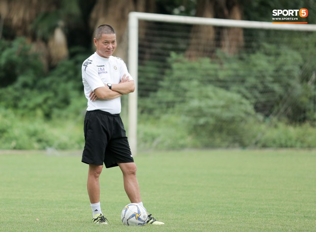 Bùi Tiến Dũng dính đòn hài hước, cầu thủ trẻ Hà Nội FC lấy ve sầu trêu đồng đội trước trận quyết đấu tại AFC Cup - Ảnh 6.
