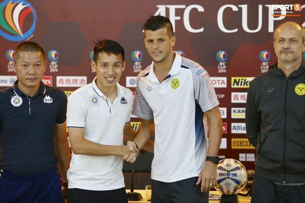 HLV Hà Nội FC tiết lộ tâm lý của Văn Hậu bị ảnh hưởng với những thông tin ra nước ngoài thi đấu - Ảnh 2.