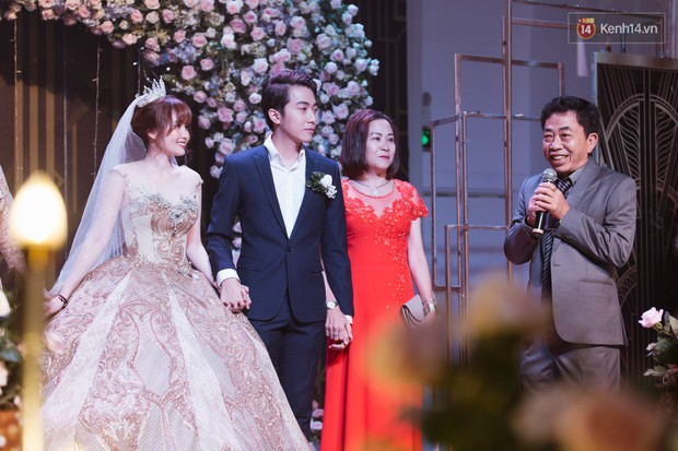 """Bố Cris Phan bật khóc trong đám cưới con trai, không quên hô to """"Thả tim đi"""" - Ảnh 1."""