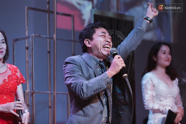 """Bố Cris Phan bật khóc trong đám cưới con trai, không quên hô to """"Thả tim đi"""" - Ảnh 6."""