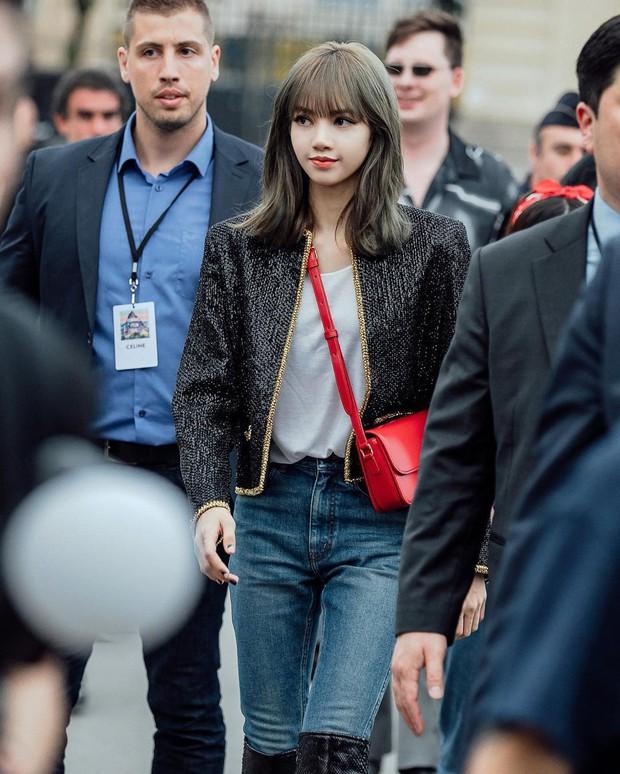 Muốn ná thở với bộ ảnh đẹp của Lisa tại sự kiện Paris: Lướt qua ống kính là thành bìa tạp chí, đôi chân mới khó tin - Ảnh 10.