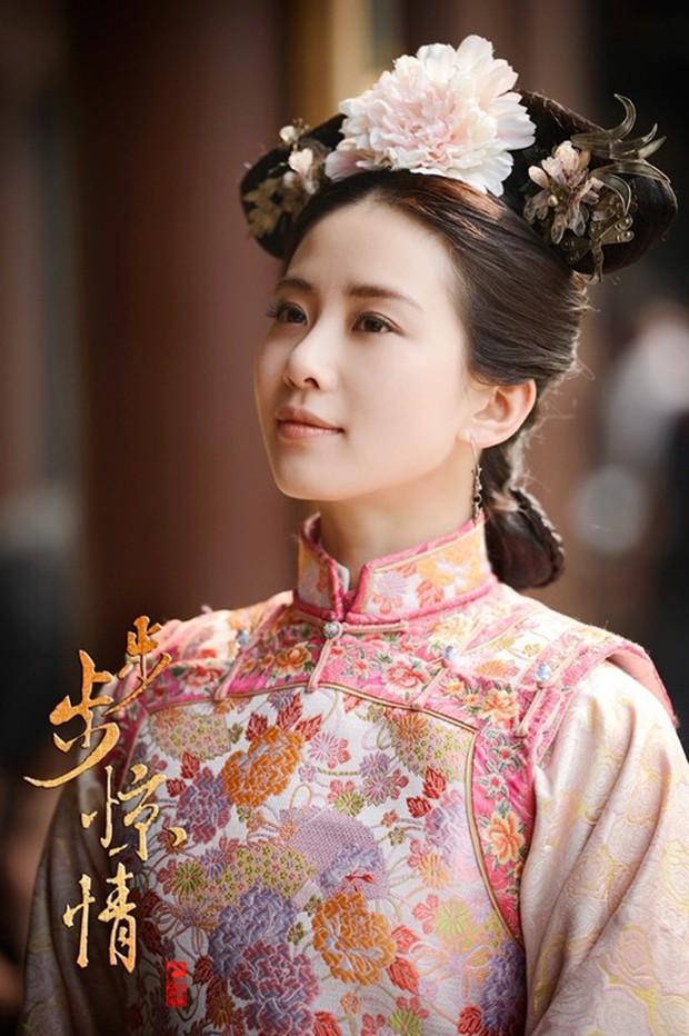 3 diễn viên lạ đời nhất phim Hoa Ngữ: Làm mỹ nhân cổ trang đẹp nhức nách, đóng hiện đại nhìn như osin - Ảnh 6.