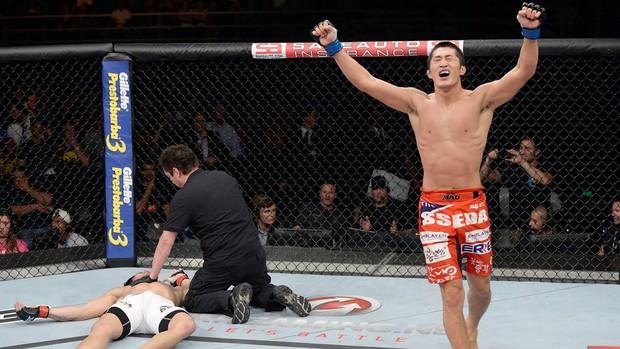 Liều lĩnh dấn thân vào thử thách đòi hỏi sức mạnh cực khủng, anh chàng võ sĩ số 1 Hàn Quốc cố đến méo mặt vẫn thất bại - Ảnh 4.