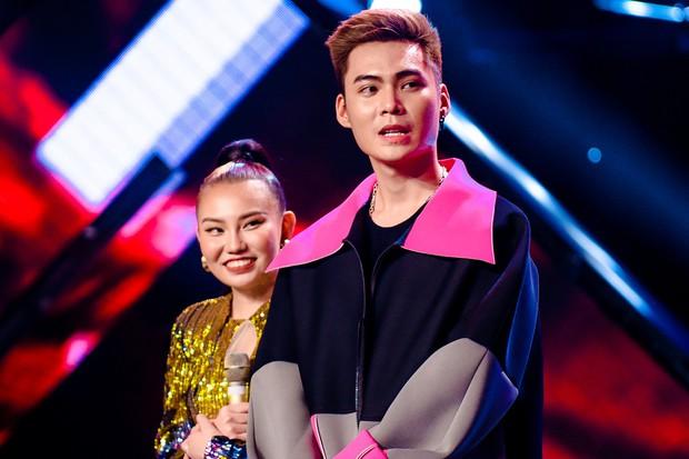 Giọng hát Việt: Bích Tuyết bất ngờ khoe khả năng hát tiếng Pháp, Bo Bắp chiến thắng nhưng vẫn bị giám khảo chê - Ảnh 2.
