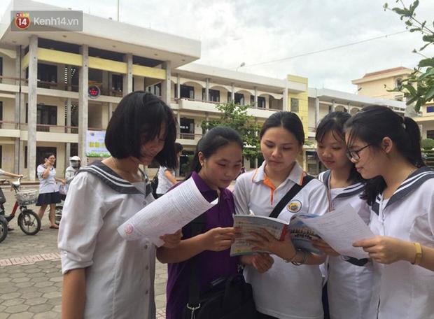 Gần 900.000 thí sinh làm thủ tục dự thi THPT quốc gia 2019: Dàn nữ sinh lớp 12 chiếm spotlight vì quá xinh xắn - Ảnh 35.