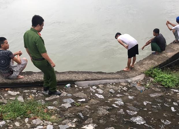 Vụ hai bà cháu mất tích trên sông do lật thuyền đánh cá: Đã tìm thấy thi thể các nạn nhân - Ảnh 1.