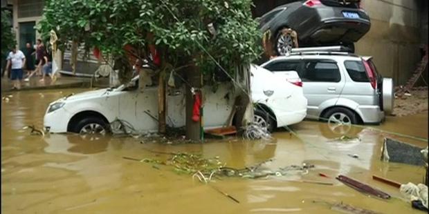 Lũ lụt do mưa lớn làm ít nhất 6 người thương vong - Ảnh 1.