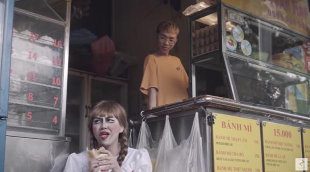 Cười mệt xem Duy Khánh hoá Annabelle ăn nát Sài Gòn, có chi tiết này chớ dại bắt chước kẻo bị đánh giữa rạp! - Ảnh 5.