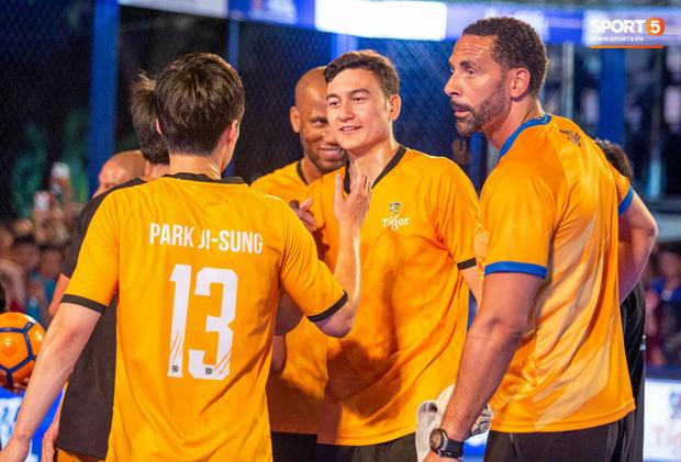 Phát sốt với khoảnh khắc huyền thoại bóng đá thế giới bày trò trêu khiến Lâm Tây cười như được mùa - Ảnh 7.