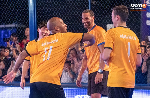 Phát sốt với khoảnh khắc huyền thoại bóng đá thế giới bày trò trêu khiến Lâm Tây cười như được mùa - Ảnh 6.